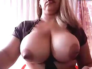Big tit shemale slut posing on webcam
